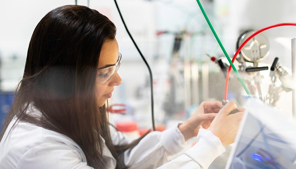 Women works in lab